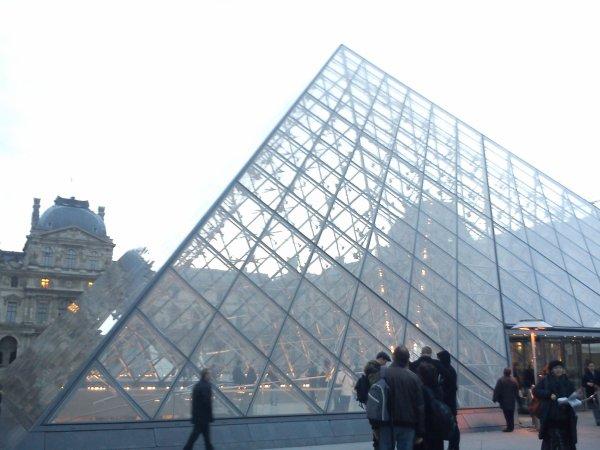 Pyramide du Louvre...effet de transparence