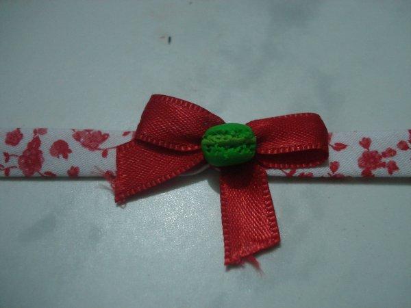 Petit bracelet Liberty avec noeud et macaron