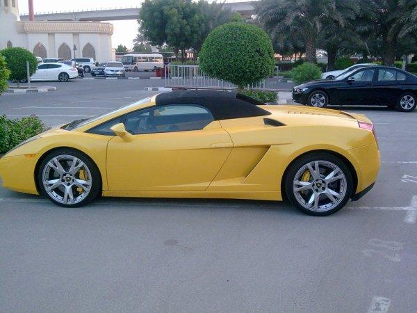 Lamborghini voiture dans les rues de Dubaï