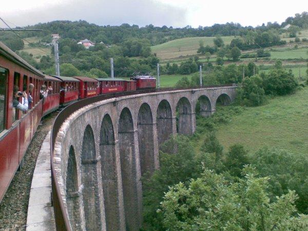 Une image d'un train se dirigeant vers le nord française