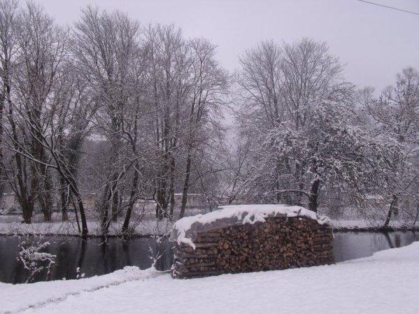 eh oui la meuse et jolie sous la neige
