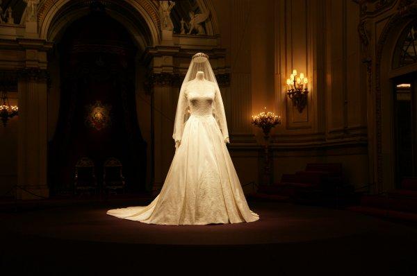 Admirez la robe de mariée de Catherine  _