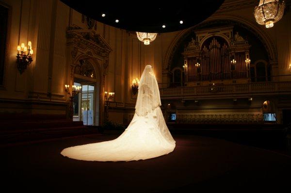 Admirez la robe de mariée de Catherine _ Suite