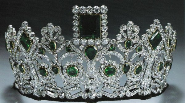 Royal Tarias _