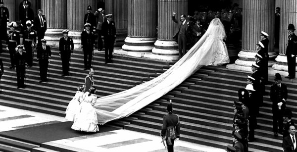 The Wedding Dress - Lady Diana Spencer _ Princess of Wales  ( Suite )