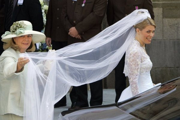 The Wedding Dress - Miss Kelly Rondestvedt _ Princess of Saxe-Coburg and Gotha ( 2009 )