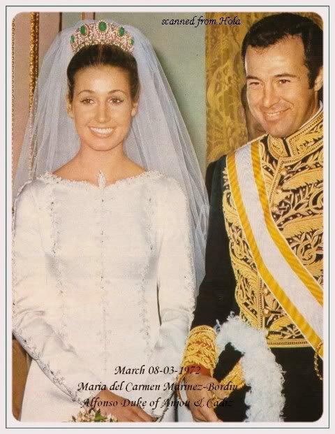 The Wedding Dress - Maria Del Carmen Martinez  Bordiu