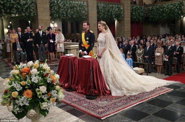 Royal Wedding Dress 2012 _ Countess Stéphanie de Lannoy - Suite