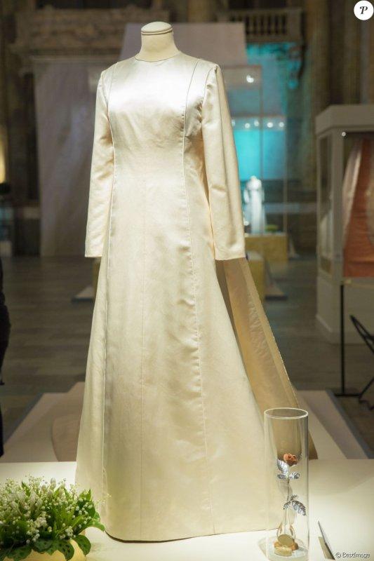 kungliga brudklänningar - Royal Wedding Dresses Exhibition  2016