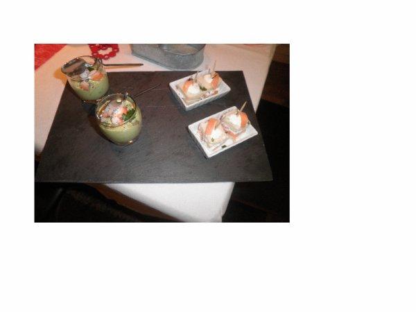 st valentin 2015 l'apéro :verrines avocat crevettes et croque saumon
