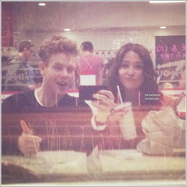 .Découvrez une nouvelle photo personnelle que Malese a posté sur twitter, on peut la voir avec sa soeur !.