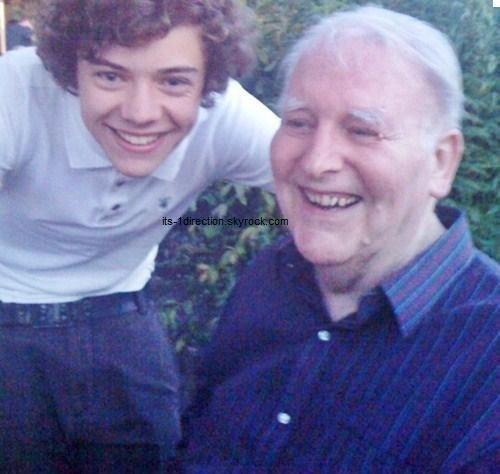 Harry et son grand-père qui est décédée aujourd'hui..♥ Une pensée à toute sa famille..RIP.♥