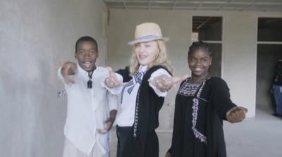 Madonna visite un futur Hôpital pour enfant