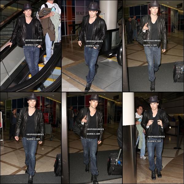 6 décembre Ian Somerhalder est apparu à l'aéroport LAX de Los Angeles .Magnifique !