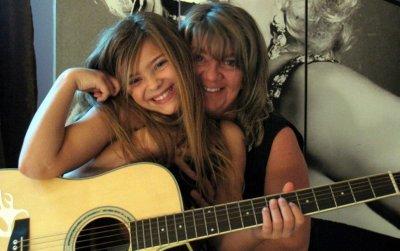 (l)Caroline Costa avec sa mère(l)