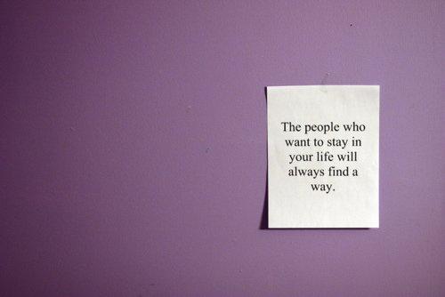 Quelqu'un qui va partir ne le dit pas. Il part et c'est tout. Celui qui parle veut rester.