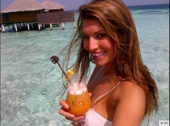 Laury Thilleman se prélasse aux Maldives.