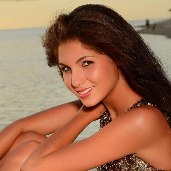 Miss Univers : Marie Payet remplace Delphine Wespiser