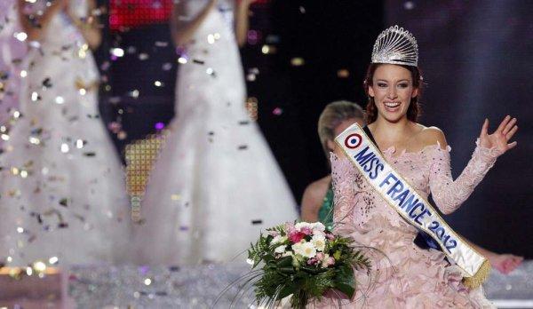Miss France 2012, Delphine  Wespiser intègre l'équipe de « Fort Boyard ».