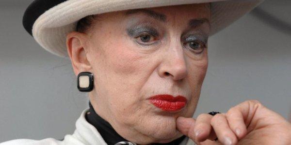 Geneviève de Fontenay et le comité Miss France signent l'armistice