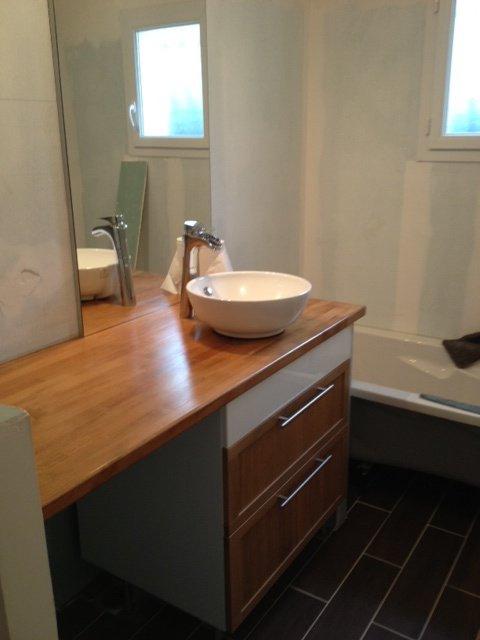 Pose de la vasque dans la salle de bain