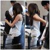 30.01.11   Selena, sa mine fatiguée et son beau - père, à LAX airport quittant L.A.