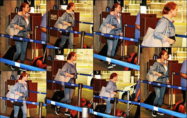 . 24.09.17 - Madelaine Petsch, de retour sur le sol canadien, a été aperçue lors de son arrivée a l'aéroport de Vancouver. La belle a été photographiée arrivant à Vancouver, au Canada, car en effet Madelaine. P est de retour chez elle. Un petit top pour la tenue .
