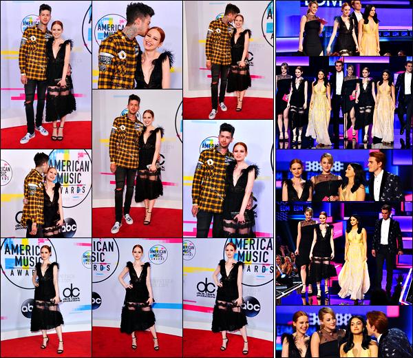. 19.11.17 - Madelaine Petschs'est rendue aux «American Music Awards» ayant lieu auMicrosoft Theater à Los Angeles Notre belle rousse a rejoint le red carpet en compagnie de Travis son petit-ami. Le cast de Riverdale a été sur scène pour remettre un prix .