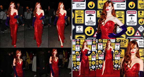 . 30.10.16 - Madelaine Petschs'est rendue à la fête d'Halloween organisé par «Just Jared»'▬' situé à Los Angeles ! C'est dans une superbe robe rouge que l'actrice a été photographiée lors de la soirée d'Halloween, pour moi c'est un gros top ! J'adore.. .