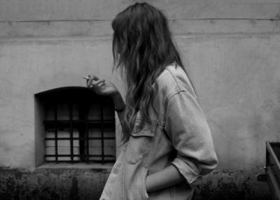 On aime une femme pour ce qu'elle n'est pas ; on la quitte pour ce qu'elle est.  [Serge Gainsbourg]
