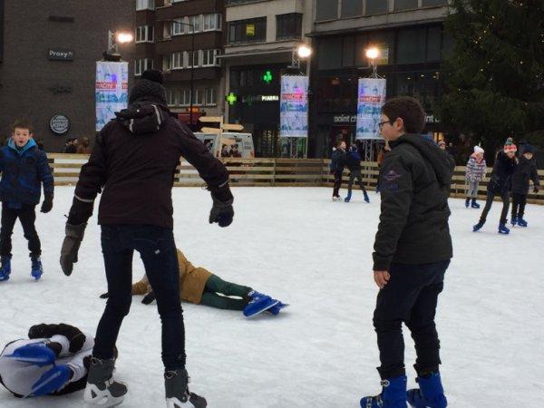 Bel après-midi à la patinoire.