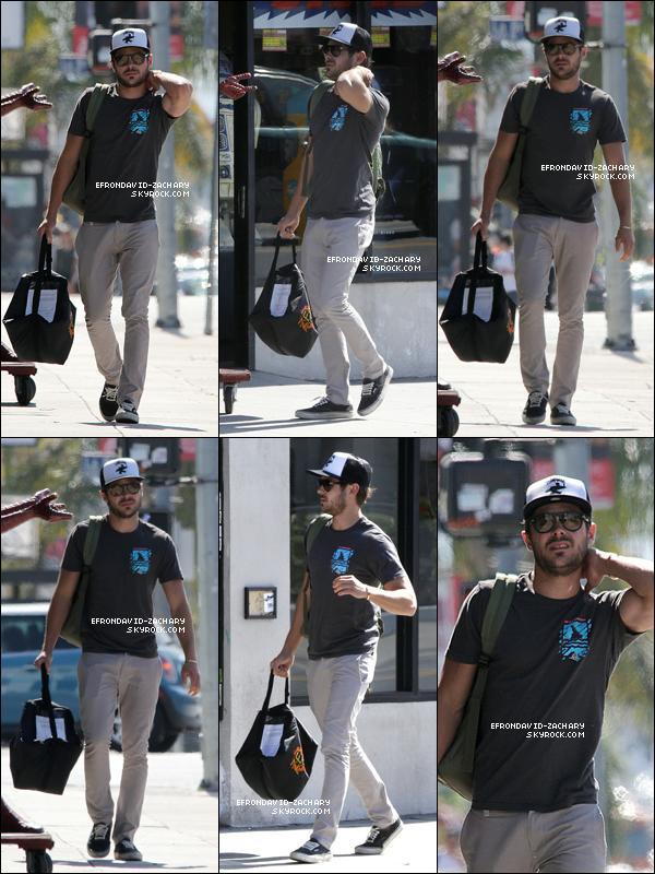 . Zac a été vu se promenant dans les rues de West Hollywood, le 12 juin. .