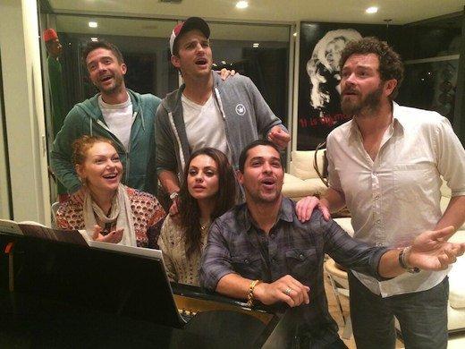 """""""That '70s Show"""" retrouvailles: Mila Kunis, Ashton Kutcher, Topher Grace et le gang se réunissent"""