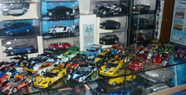 Nouvelle organisation des vitrines Le Mans !!