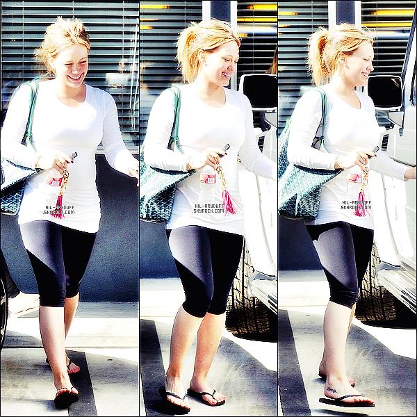 - 02/11/11:Hilary a était vue quittant le Gymnase ou elle a fais sa séance de fitness .   -