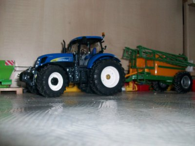 new holland T7070 &pulvé amazone