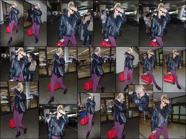 - '-03/08/17-'''✈''Hail Baldwin débarquait d'un vol dans l'immense aéroport international « LAX » à Los Angeles. C'est dans une tenue décontractée, et un sac signé par la marque Supreme à la main, qu'Hailey B. a été aperçue en posant pied, dans la Cité des Anges !-