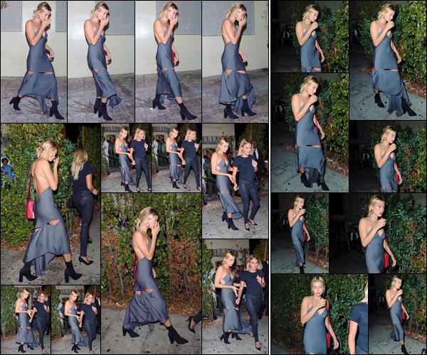 - '-03/08/17-'''✈''Hailey Baldwin quittait le restaurant « Delilah » qui se trouve dans le coin de West Hollywood. Depuis ces derniers jours, Hailey ne s'arrête plus ! Elle nous offre une jolie sortie en compagnie d'une amie, et je lui attribue donc un joli top pour la robe.-