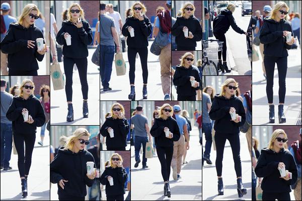 - '-01/09/17-'''✈''Miss Hailey Baldwin quittait un des commerces « Starbucks Coffee », à West Village dans NYC. Assez décontractée, son café bien chaud à la main, notre starlette nous offre un look total black pour cette sortie dans les rues achalandées de New York.-
