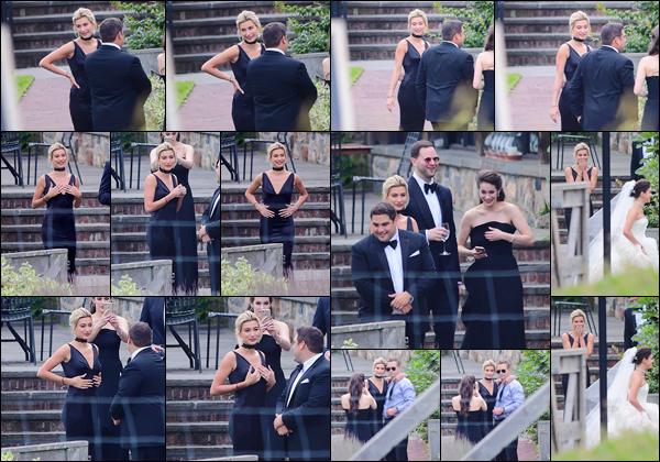 - '-02/09/17-'''✈''Hailey Baldwin était présente au mariage de sa s½ur Alaia, au « Blue Hill » dans Stone Barns. Hailey semblait totalement ravie et très excitée d'assister au mariage de sa grande soeur : auquel elle était accompagnée de son père Stephen Baldwin.-