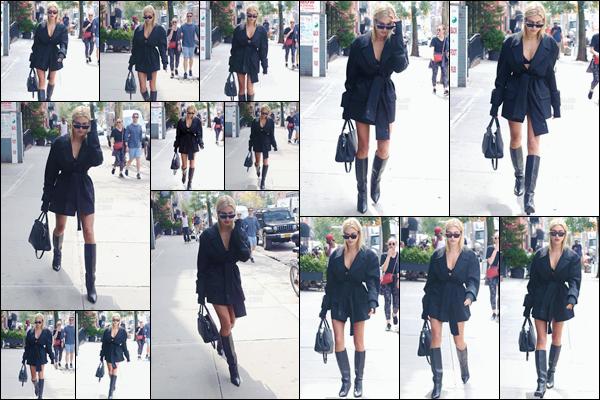 - '-07/09/17-'''✈''Hailey Baldwin a été repérée en déambulant dans les rues de la grande Métropole de New York. Un look total black est de mise ce jour-là pour la belle mannequin américaine et ce, de la tête aux pieds... Très gros coup de c½ur pour la tenue : un top.-
