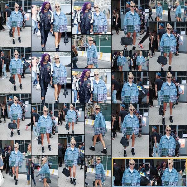 - '-11/09/17-'''✈''Hailey Baldwin arrivait sur les lieux du défilé de « Zadig & Voltaire » avec Justine Skye, à NYC. Notre américaine était affublée d'une jupe et veste signée par la créatrice anglaise Natasha Zinko ainsi qu'une paire d'incontournable bottes Dr. Martens.-