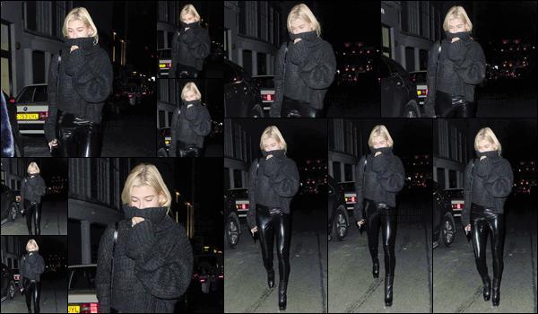 - '-13/09/17-'''✈''Hailey Baldwin se rendait au restaurant « Nobu » sur la rue Berkeley, dans le coin de Mayfair ! Pour les besoins de la Fashion-Week 2018 de Londres, la belle blonde s'est rendue en Angleterre où elle défilera ce vendredi prochain. C'est un petit top.-