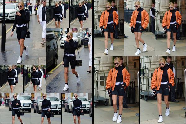 - '-15/09/17-'''✈''Hailey Baldwin, toute vêtue de la marque Adidas, quittait un hôtel dans la ville de Londres, UK. Une chose est sûre, Hailey sait faire de la promotion et porte fièrement la marque Adidas dont elle est l'une des visages. C'est sans avis pour cette tenue.-