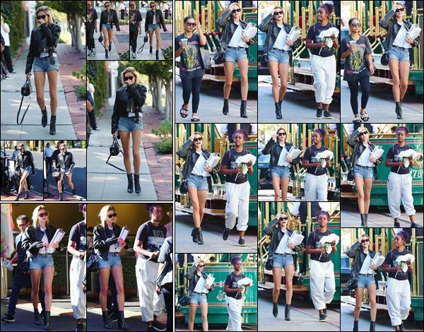 - '-27/10/17-'''✈''Hailey Baldwin se rendait au centre commercial « The Grove » avec ses amies dans Los Angeles. Hailey et Justine se sont ensuite rendues au restaurant Pampas Grill et toujours dans la même journée, au salon de coiffure 901 Salon à West Hollywood.-