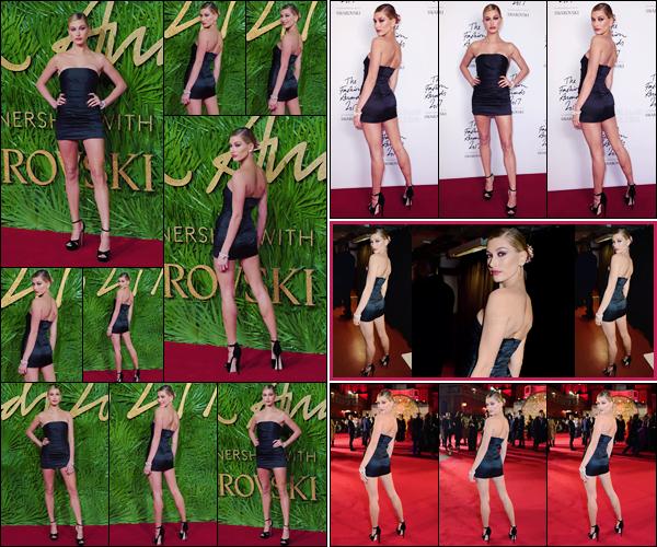 '- '- 04/12/17 -'''◊''Hailey Baldwin prenait la pose lors des « The Fashion Awards 2017 », qui se tenait à Londres. Non pas la seule à avoir foulé le tapis rouge de cette soirée à l'honneur de la mode, on peu néanmoins dire qu'Hailey était l'une des plus sublimes. Avis ?-