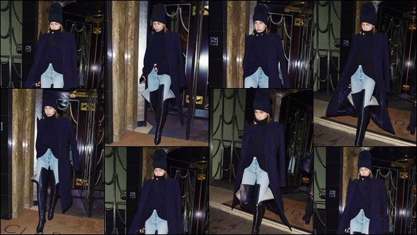 '- '-◊-19/02/18-' : Hailey Baldwin a été photographiée lorsqu'elle quittait l'hôtel « Claridge » dans Londres, UK. Notre jole blonde sera donc de la partie lors de la semaine de la mode dans la capitale anglais, Londres. Pour ma part, je lui accorde un très beau top !-