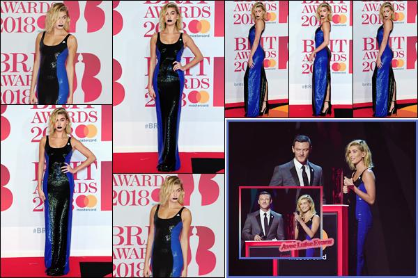 '- '-◊-21/02/18-' : Hailey Baldwin prenait la pose sur le tapis des « Brit Awards 2018 » à la O2 Arena de Londres. À l'occasion de sa présence dans la capitale anglaise, Hailey Baldwin nous fait l'honneur de se présenter à la cérémonie musicale des Brits. Un gros top !-