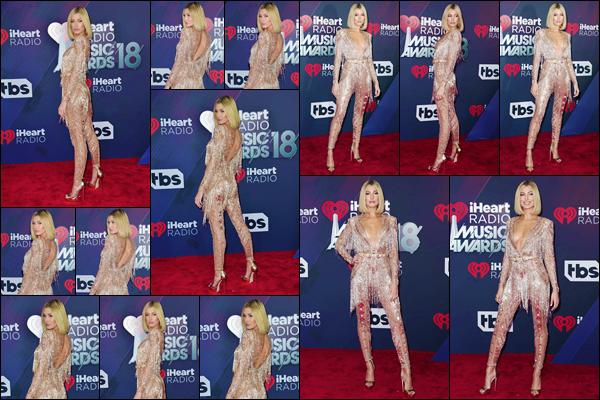 '- '--11/03/18-' • Hailey Baldwin était présente lors des « iHeartRadio Music Awards » qui avait lieu à Inglewood. Comme il l'était annoncé, Hailey Baldwin a pris part à la cérémonie et nous a fait l'honneur de prendre la pose dans une tenue somptueuse. Un gros top !-