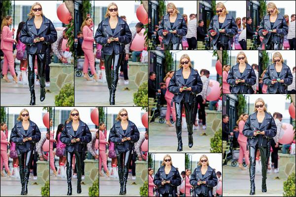 - ''•-18/05/18-' : Hailey Baldwin arrivait au salon de coiffure « Nine Zero One », se trouvant dans West Hollywood. Plus tard, Hailey Baldwin s'est rendue à l'hôtel le « Waldorf Astoria », qui se trouve lui dans le quartier de Beverly Hills. C'est un gros top ! -